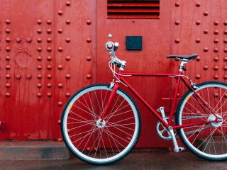 Here's how you can ride around San Francisco on a group or self-guided bike tour.
