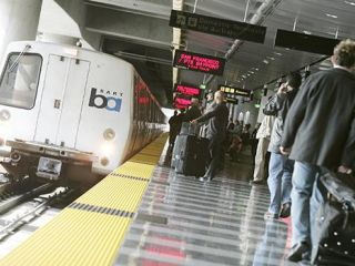 BART train arriving